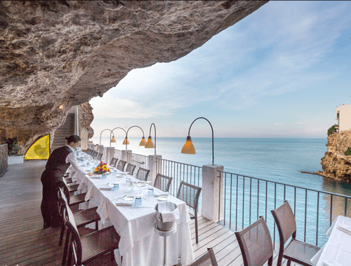 5 tables avec vue plongeante